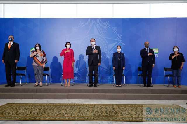 巴西总统夫人新冠病毒检测呈阳性,美国前总统竞选人凯恩因新冠去世